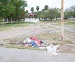 Piden no tirar basura en una plaza pública