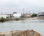 Piden vecinos retiren agua almacenada en calicheras