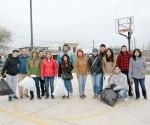 Estudiantes limpian plazas públicas por el Programa Universidades Verdes