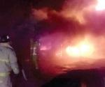 Combaten incendio de vivienda en Camargo