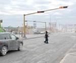 Retan a la muerte cruzando bajo puentes peatonales