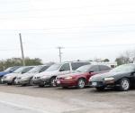 Sin reponerse comerciantes de autos usados