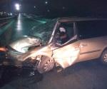 Automovilista fallece prensado en choque