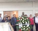 Colocan ofrenda en el busto de Zapata