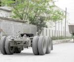 Convierten la calle en patio de parqueadero