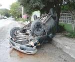 Vuelca mujer camioneta la llevan herida a hospital