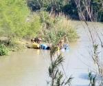 Unidad con droga cruza río en balsa