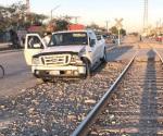 Se lo lleva de encuentro ferrocarril