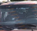 Abandonan camioneta tras persecución y chocar a particulares
