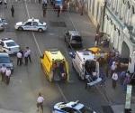Taxi embiste a turistas en Moscú