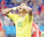 Decepcionante debut de Brasil