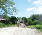 Piden arreglen puente peatonal en muy mal estado