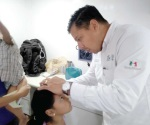Familia enferma de dermatitis por exposición al agua estancada