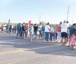 Bloquean vía federal en protesta