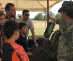 Abren militares sus puertas