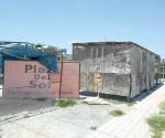 Invaden locales plaza pública en Valle Soleado