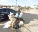 Apilan basura en la zona comercial