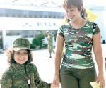 Nombran a pequeña 'soldado por un día'
