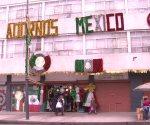 Banderas, rehiletes, escarcha, y mucho amor para adornar México