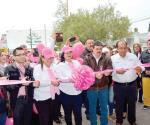Realizan caminata en color de rosa...