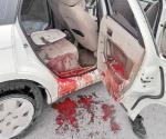 Abandonan automóvil con sangre