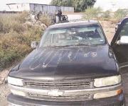 Tras 'topón' abandonan 10 camionetas