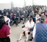 Previenen enfermedades y embarazos entre alumnos